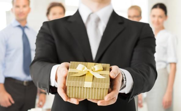 3 REASONS TO SEND CLIENT GIFTS